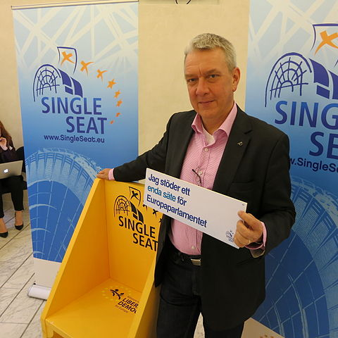 Christian Engström for the Single Seat-campaign in 2012, a cross-party campaign stating that most members of the European parliament want to meet only in Brussels. Wikimedia Commons.