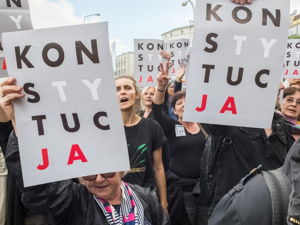 poland-protest-constitution-pis