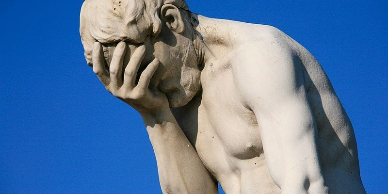 800px-Paris_Tuileries_Garden_Facepalm_statue